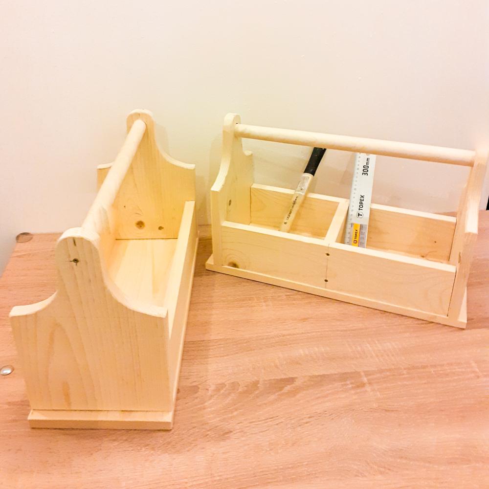 Suport unelte realizat manual din lemn masiv